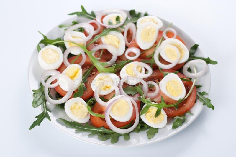 Gezonde salade met eieren stock foto's