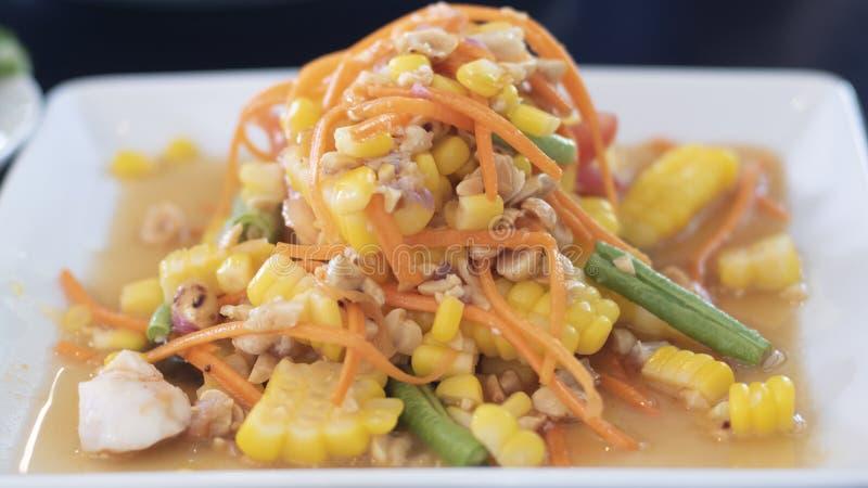 Gezonde vegan lunchbowl Levensmiddelen voor vitaminen en mineralen gewichtsverlies Thai beste schaalmenu Papata salade met maïs e stock fotografie