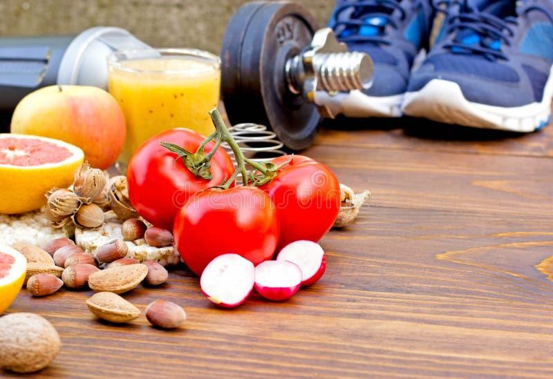 Gezonde voeding en sportenactiviteit aan het gezond leven stock foto's