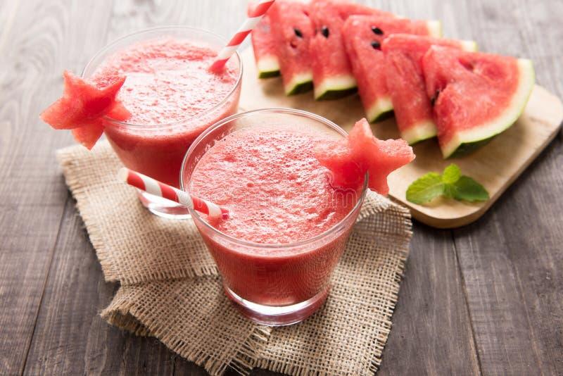 Gezonde watermeloen smoothie met van watermeloen in stervorm  stock foto
