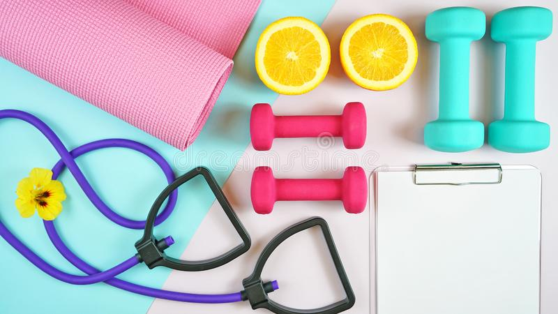 Gezondheid en geschiktheidsconcept op moderne kleurrijke achtergrond royalty-vrije stock afbeelding