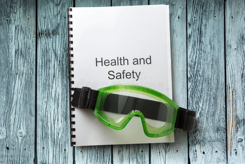 Gezondheid en veiligheidsregister met beschermende brillen stock foto