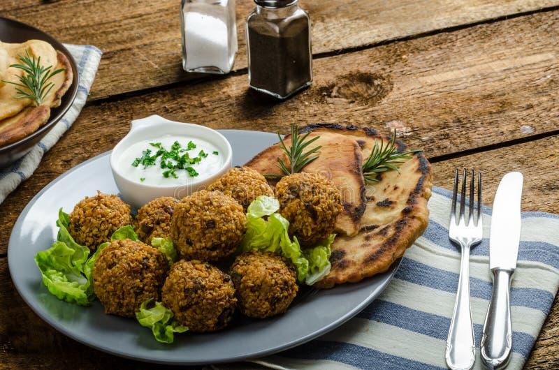 Gezondheids knapperige falafel stock foto