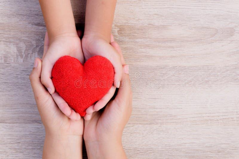 Gezondheidszorg, liefde, orgaanschenking, familieverzekering en CSR-concept royalty-vrije stock afbeeldingen