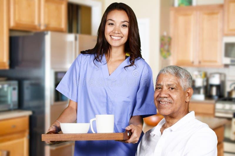 Gezondheidszorgarbeider en Bejaarde stock foto's