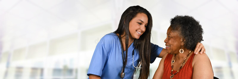 Gezondheidszorgarbeider en Bejaarde royalty-vrije stock afbeelding