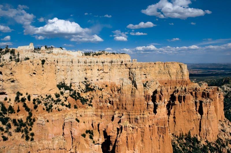 Gezwollen Wolken die over Bryce Canyon National Park drijven royalty-vrije stock fotografie