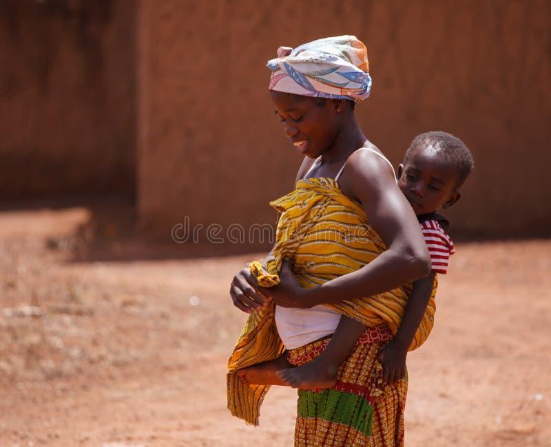 Ghanaische Frau und Sohn lizenzfreie stockbilder