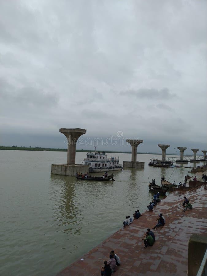Ghat de Ghandhi en el lado del río imagenes de archivo