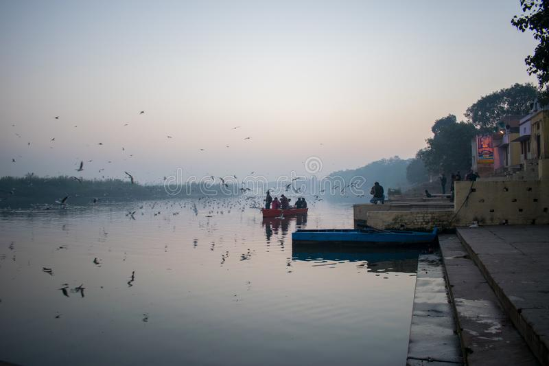 Ghat e nascer do sol de Yamuna fotos de stock