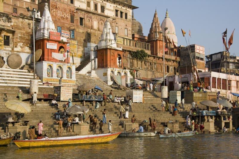 Ghats hindú - Varanasi en la India imagenes de archivo