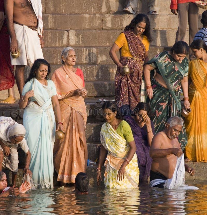 Ghats hindú - Varanasi - la India imagenes de archivo