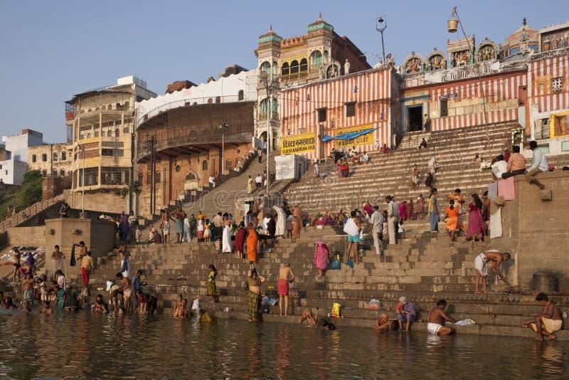 Ghats indou sur le fleuve Ganges - Varanasi - Inde image libre de droits