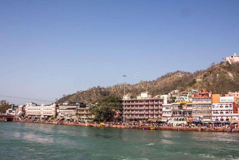 Ghatstempels en hotels in Haridwar stock afbeeldingen