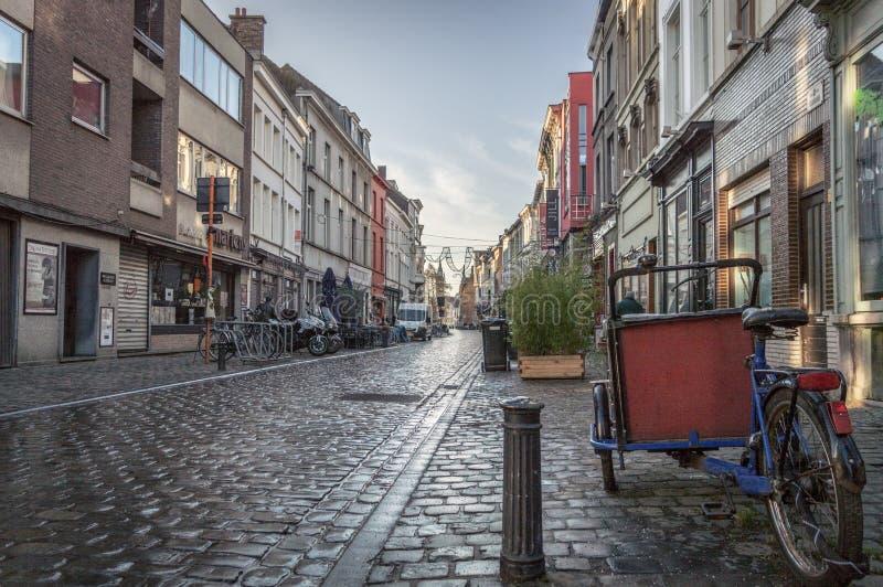 Ghent östliga Flanders/Belgien - Januari 2017: Gator av gamla Ghent fotografering för bildbyråer