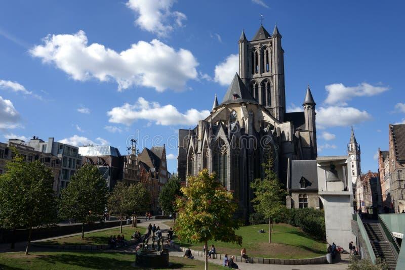 ghent Церковь и гигантский колокол готического St Nicholas стоковые фото
