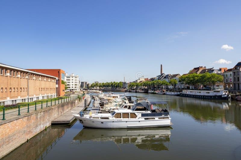 Ghent Belgien - Juni 19, 2019: Överblick av den Portus Gandamarina på en solig dag arkivfoto
