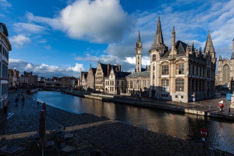 Ghent kanał i Graslei ulica. Ghent, Belgia obrazy stock