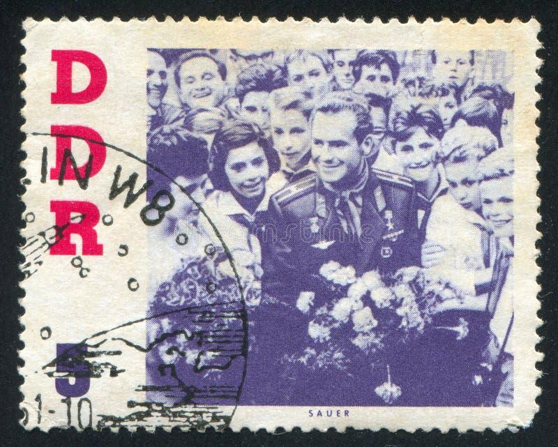 Gherman Titov y pioneros jovenes imagen de archivo libre de regalías