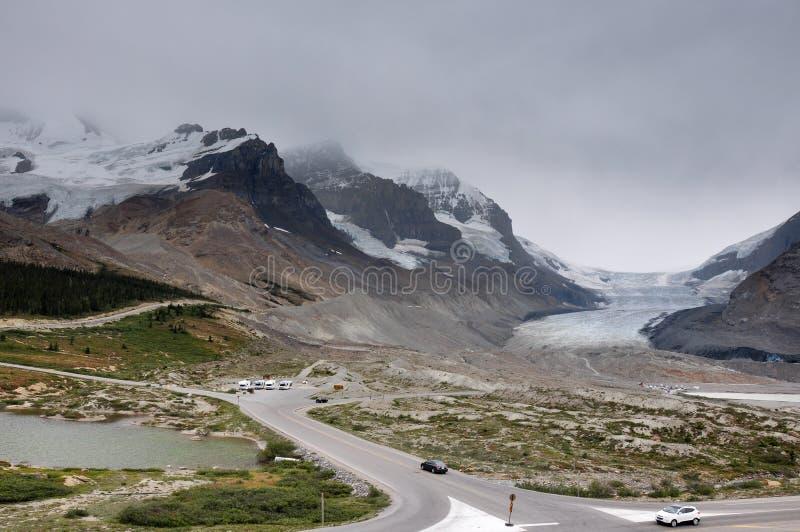 Ghiacciaio di Athabaska sulla strada panoramica di Icefield in tutto è splendeur, camice fotografie stock libere da diritti
