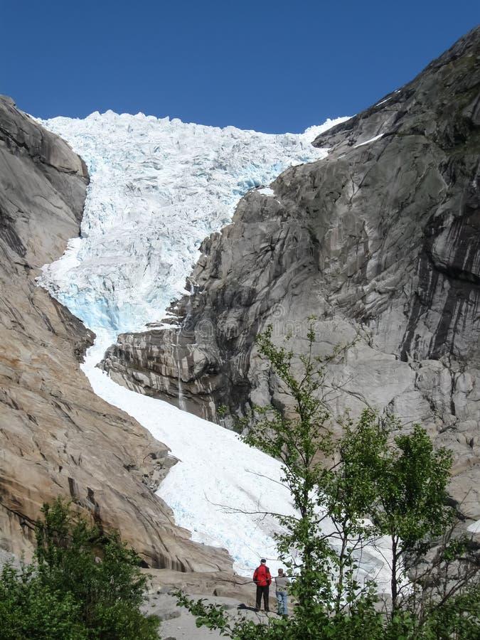 Ghiacciaio di Briksdale nelle montagne della Norvegia immagini stock libere da diritti