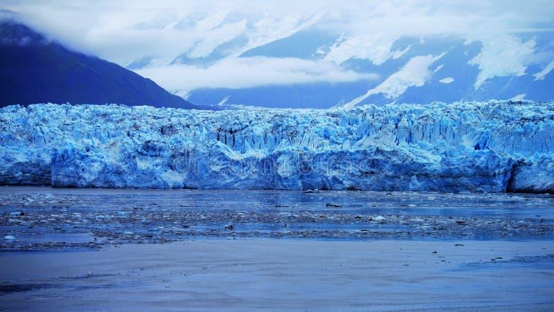 Ghiacciaio di Hubbard nell'Alaska dentro il passaggio immagine stock