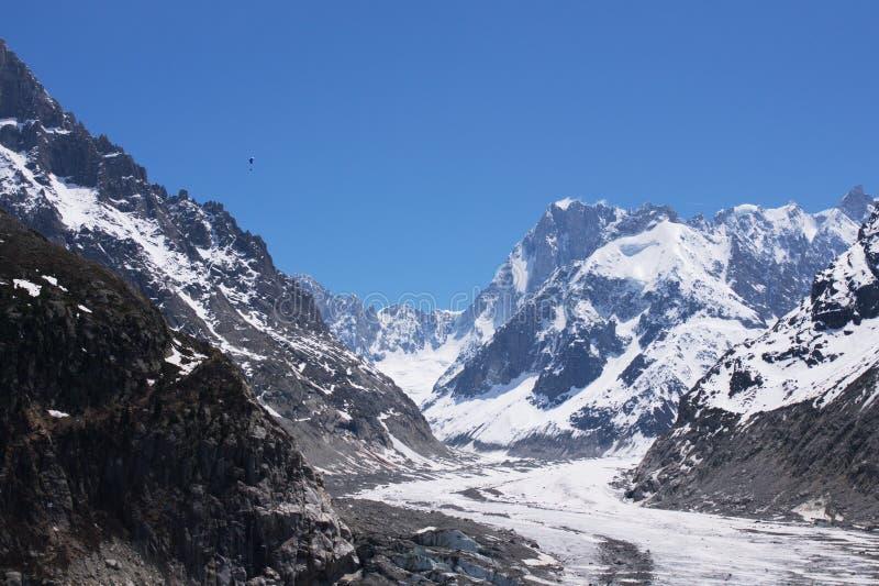 Ghiacciaio a Mont-blanc voluminoso fotografie stock libere da diritti