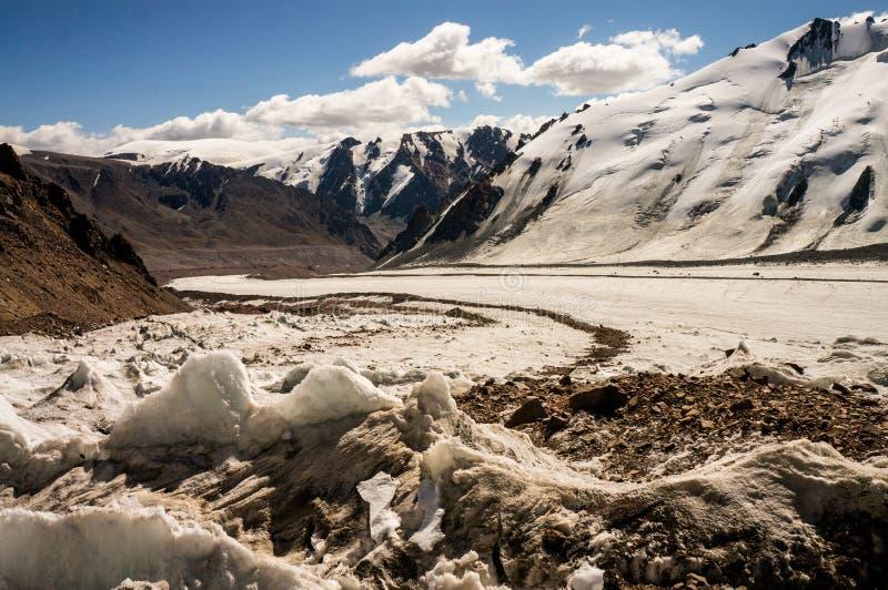 Ghiacciaio nelle montagne immagini stock libere da diritti