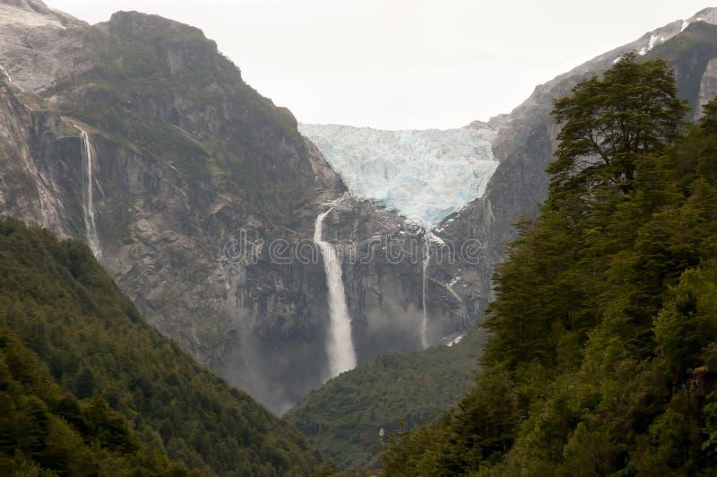 Ghiacciaio sospeso - parco nazionale di Queulat - il Cile immagini stock libere da diritti
