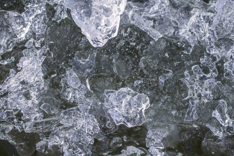 ghiaccio congelato sul fiume fotografia stock