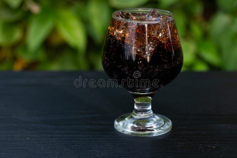 Ghiaccio della miscela della bibita in vetro immagini stock
