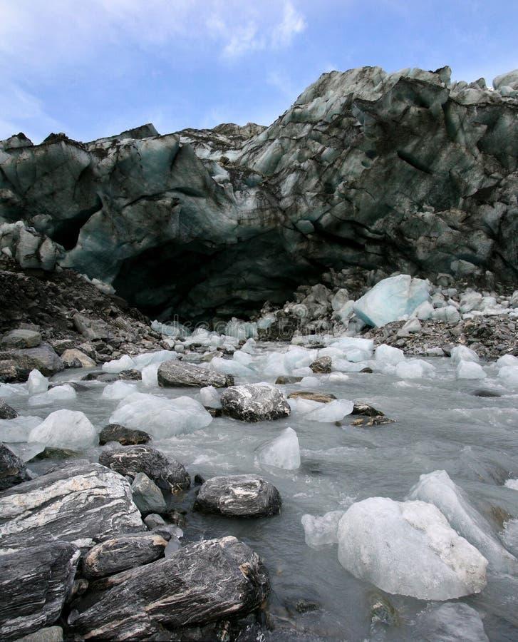 Ghiaccio di fusione da un ghiacciaio di basso-altezza immagine stock libera da diritti