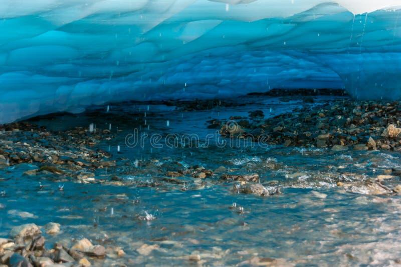Ghiaccio di fusione su The Creek fotografie stock