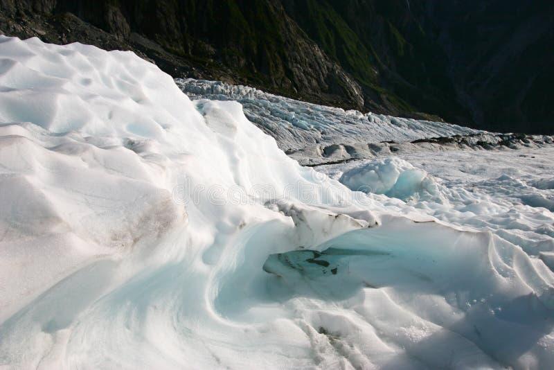 Ghiaccio irregolare del ghiacciaio sulla montagna fotografia stock libera da diritti