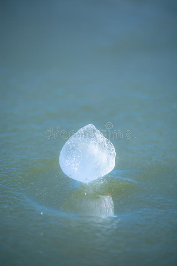 Ghiaccio su un lago nel Kentucky centrale fotografia stock