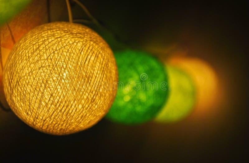 Ghirlanda d'ardore luminosa sulla parete fotografie stock