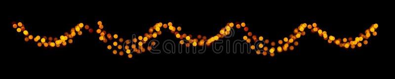 Ghirlanda del bokeh di Natale dei cerchi defocused luminosi dell'oro su fondo scuro nero immagine stock