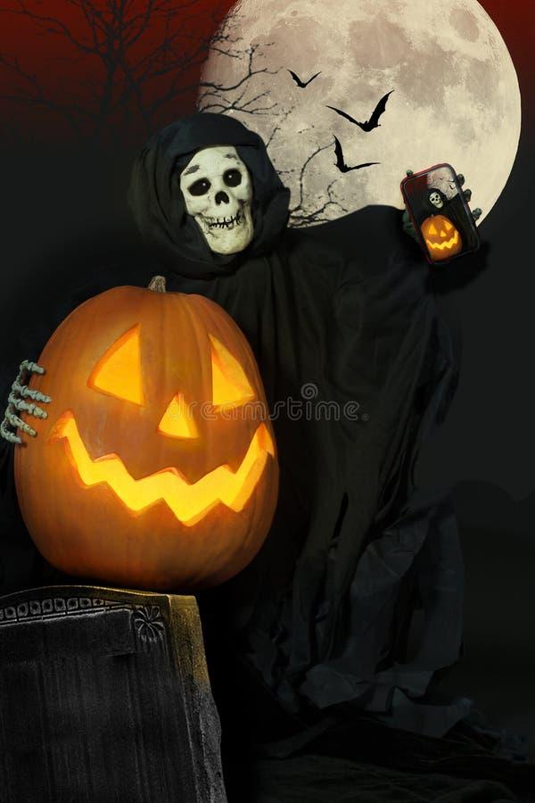 Ghoul хеллоуина и Джек-O-фонарик Selfie стоковое изображение rf