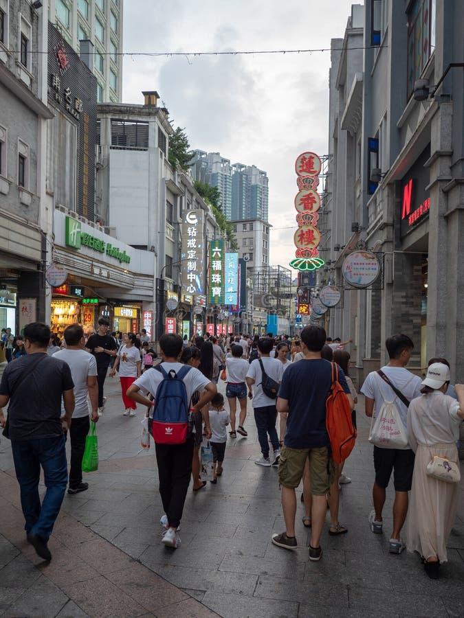 Gi? la nona strada nel distretto di Liwan di Canton, la Cina fotografia stock libera da diritti
