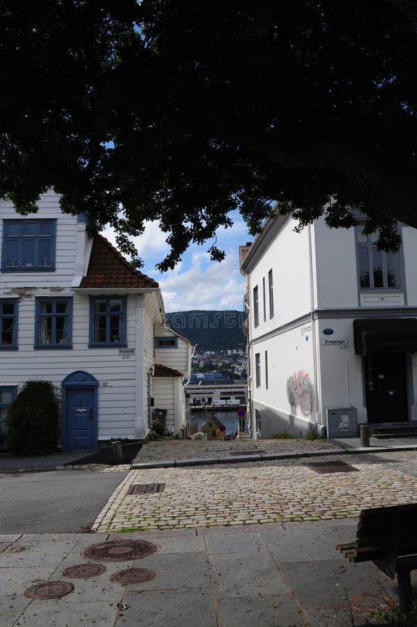Giù le vie di Bergen immagini stock libere da diritti