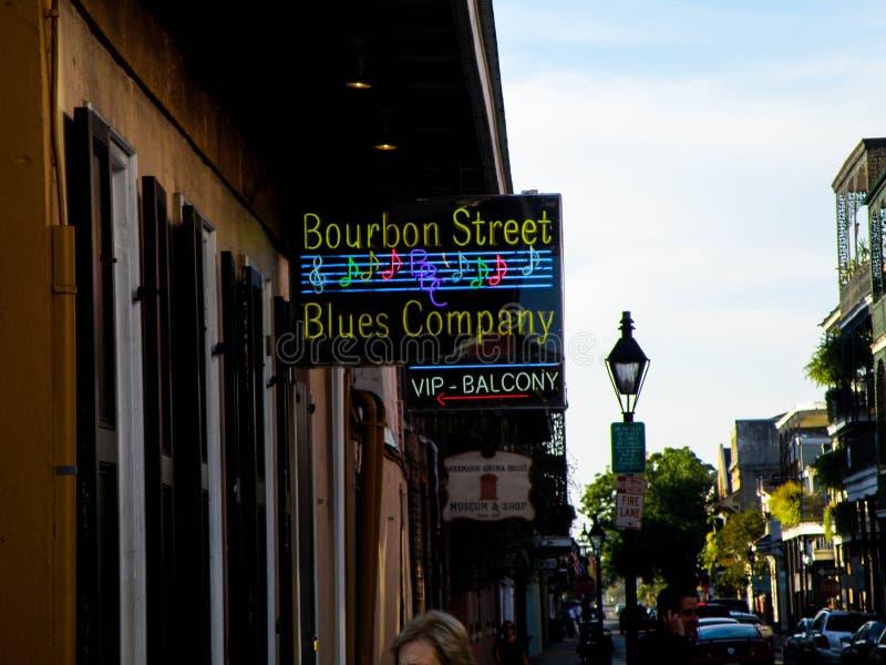 Giù una via di Bourbon a New Orleans fotografia stock