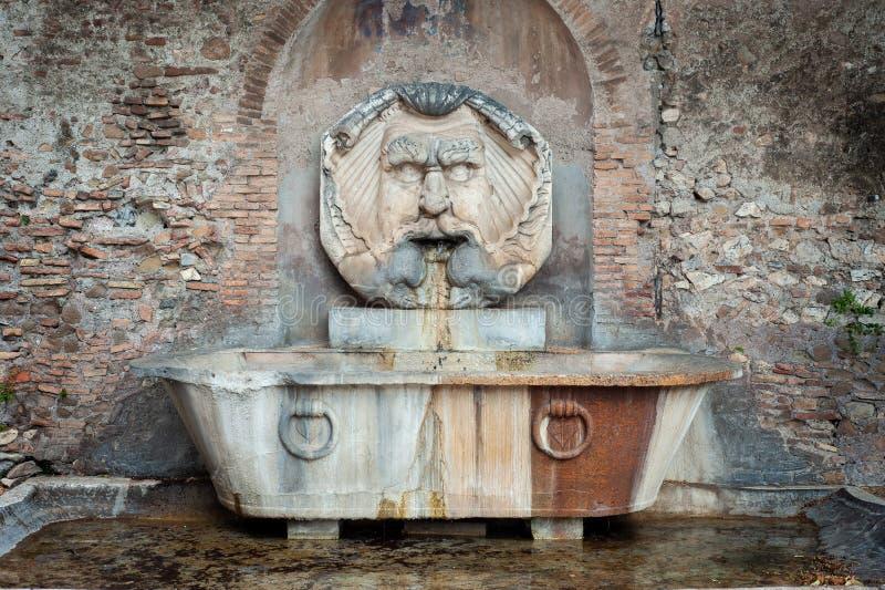 Giacomo della Porta 1532-1602 1532-1602 1532-1602艾芬顿的Piazza Pietro d'Illiria面具喷泉 免版税图库摄影