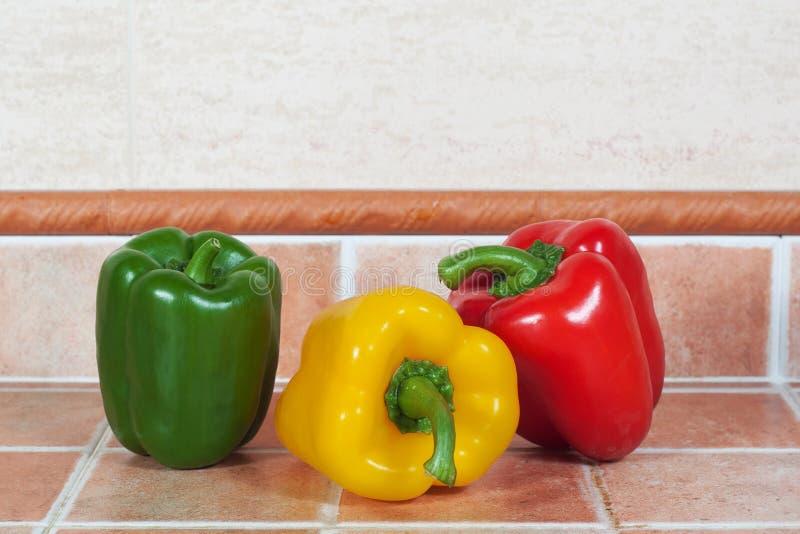 Giallo, rosso e peperoni verdi fotografia stock libera da diritti