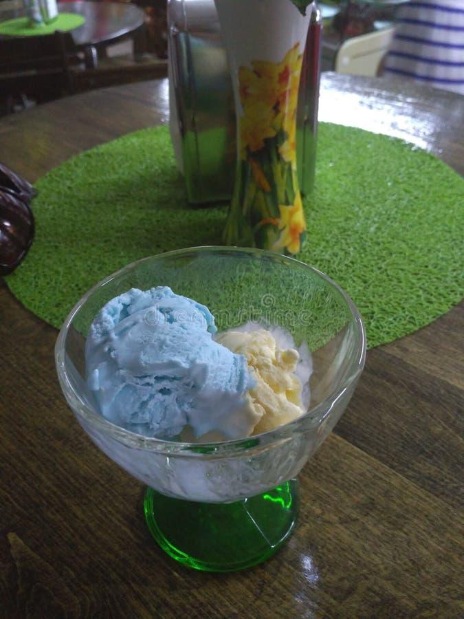 Giallo verde blu di estate fredda calda del caffè del gelato fotografia stock libera da diritti
