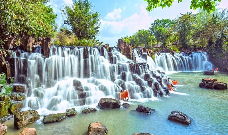Giang Dien siklawa w wczesny pogodnym fotografia stock