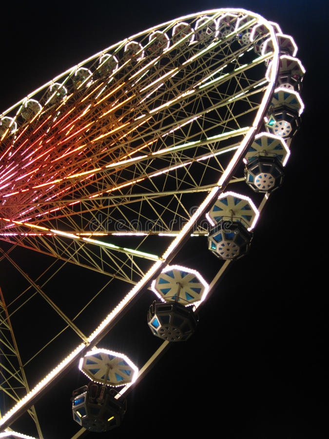 Free Giant Ferris Wheel Royalty Free Stock Photos - 27963398