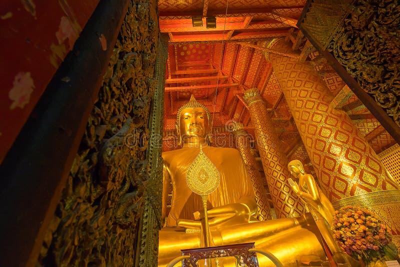 Giant golden Buddha in Wat Phanan Choeng Temple in Ayutthaya, Th stock photography