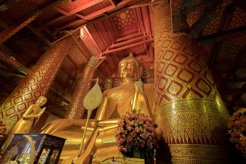 Giant golden Buddha in Wat Phanan Choeng Temple in Ayutthaya, Th. Ailand royalty free stock photos