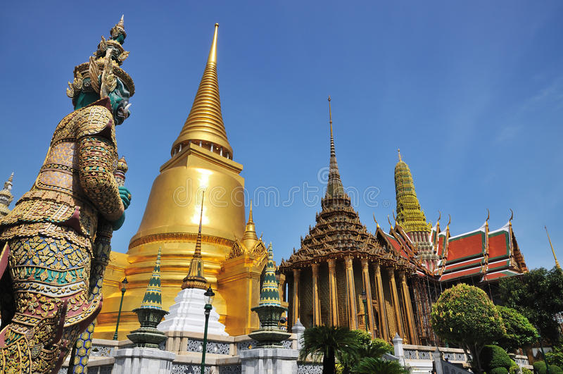 Giant stand guard in wat phra keaw stock images