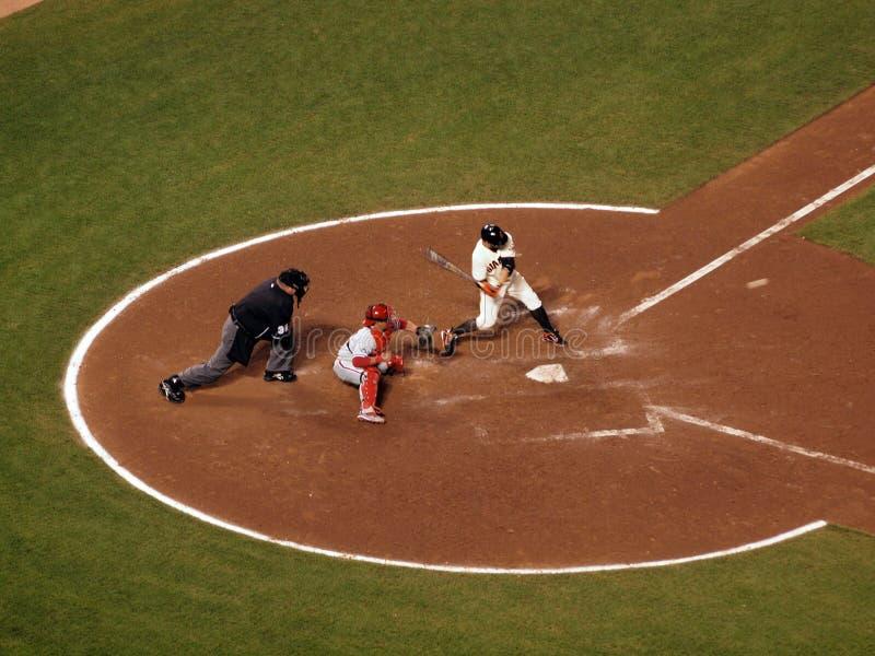 Giants Cody Ross schwingt stark am ankommenden Nicken lizenzfreie stockfotografie
